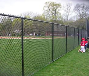 为什么体育场护栏网的颜色是绿色