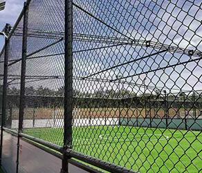 网球场护栏安装的时候底部为什么要留空隙