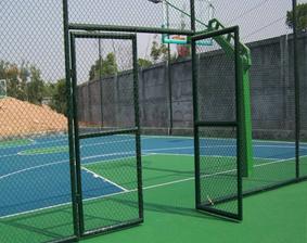在选择和安装篮球场护栏的时候需要注意什么问题