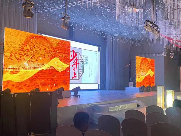 成都舞台租赁全彩LED显示屏施工完成