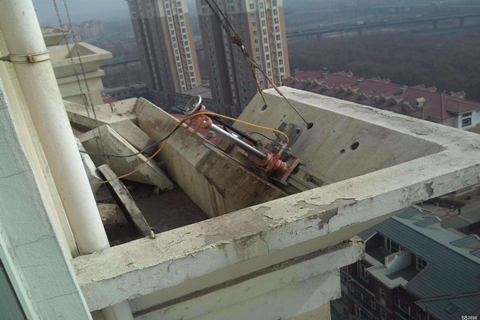当在楼房房梁需要加固时,应该注意哪些细节?