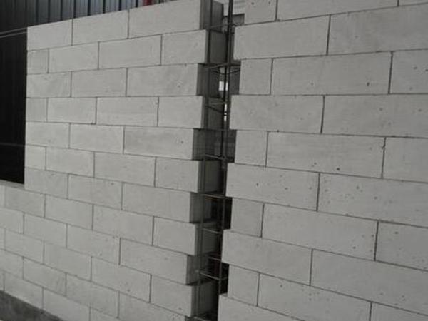 轻质隔墙板表面?#25346;?#29992;砂浆抹平吗?为什么?
