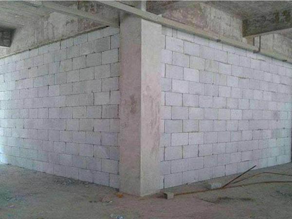 轻质隔墙板设备的使用性能