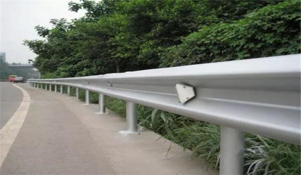 成都高速路护栏镀锌加工