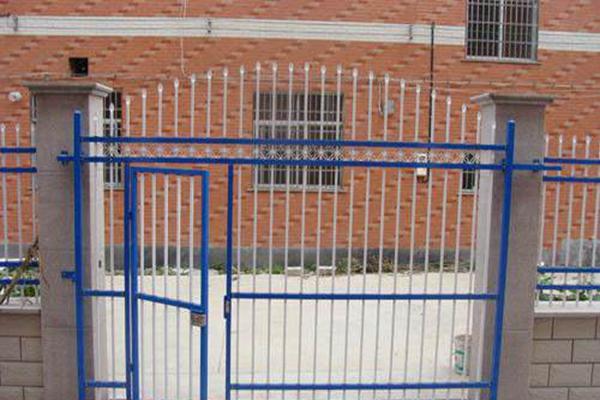 为什么锌钢护栏会在短时间快速替代传统护栏?