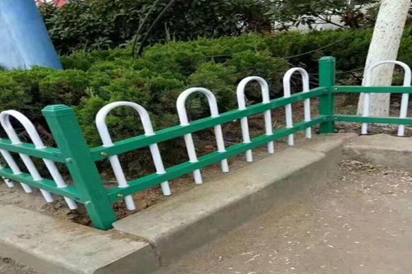绵阳草坪锌钢护栏