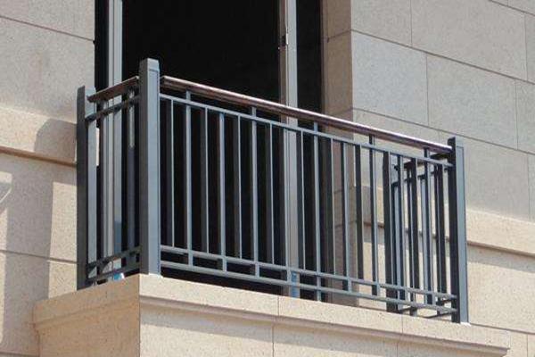 绵阳阳光曼哈顿业主李先生定做锌钢阳台护栏