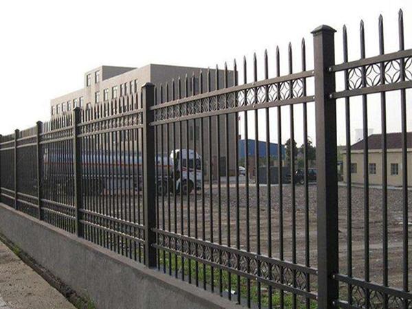 绵阳工地黑色钢围墙护栏