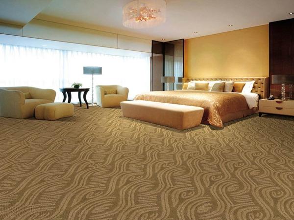 地毯怎样防滑 ?