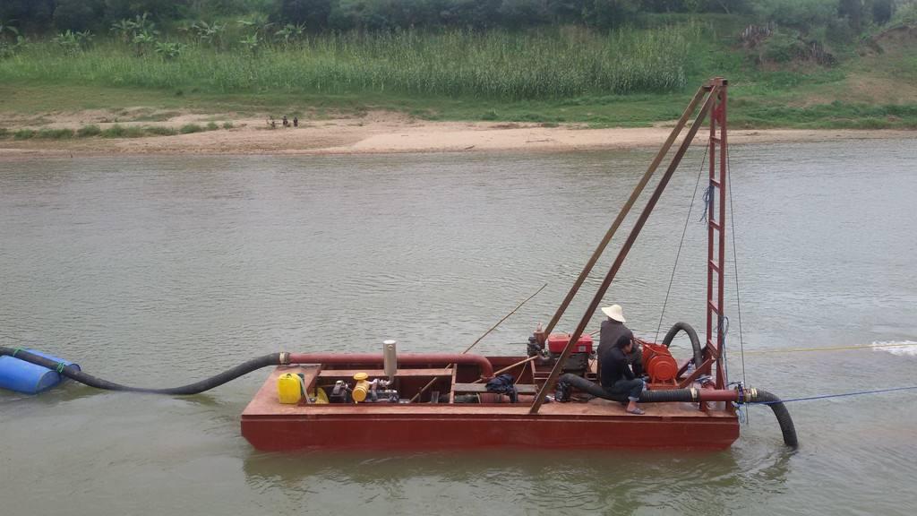 链斗式挖沙船是一种常用的水上采沙设备