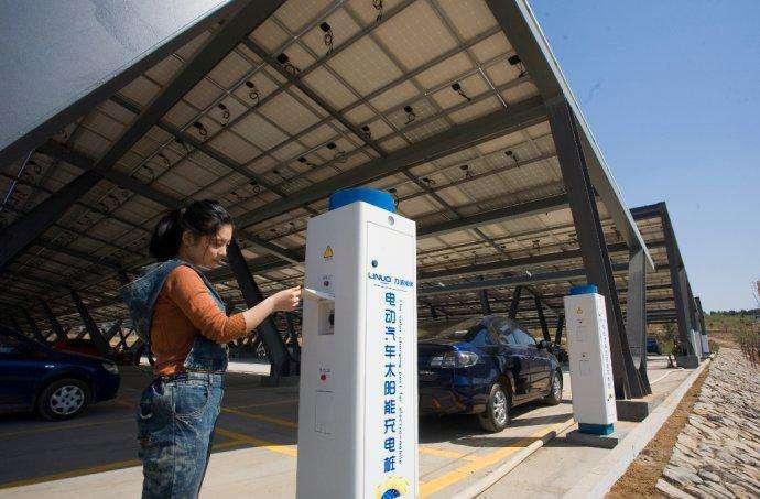 太阳能充电桩车棚