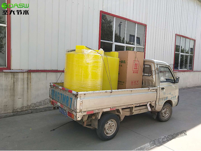 圣大节水厂家金银花专用小型施肥机加搅拌桶发货