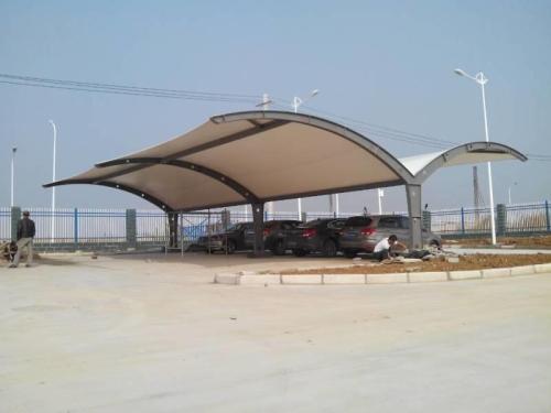 膜结构停车棚的功用是什么呢?