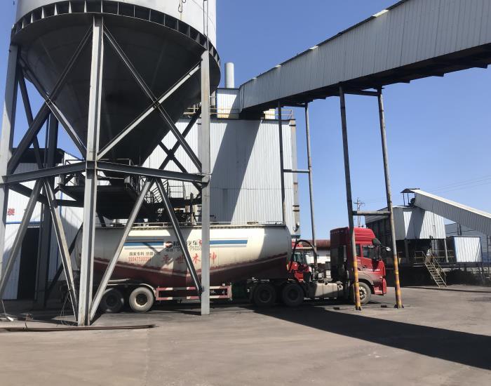 专业罐车煤粉运输队
