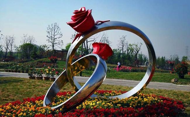 景觀雕塑成為城市景觀中構成中不可或缺的一部分