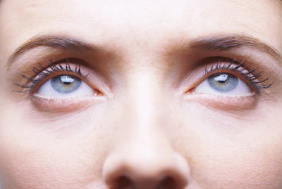 眼球萎缩的患者在佩戴义眼片片时需要注意两点