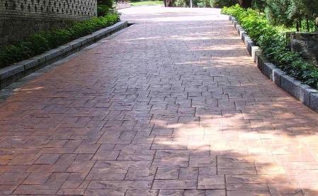 压花地坪是装饰与功能结合为一体