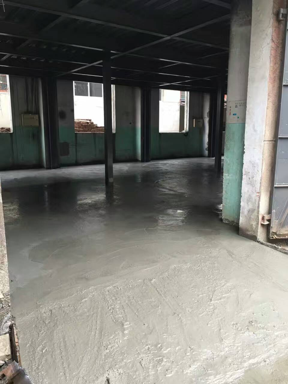 襄阳工务耐磨地坪施工准备中