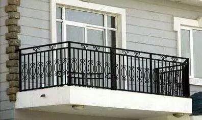 阳台护栏的基础维护
