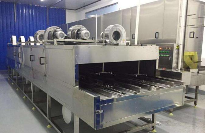 设备自动洗筐机主体采用全304不锈钢材料制作