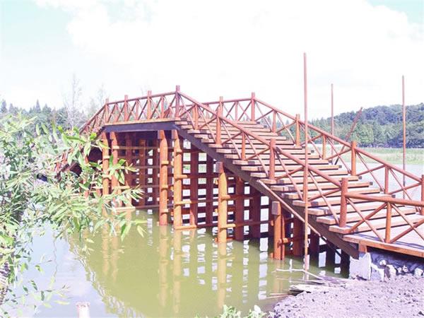 水上防腐木拱桥