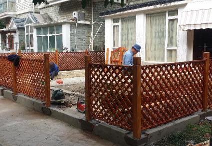 庭院防腐木护栏施工