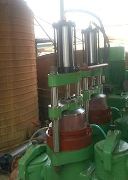 柱塞泥漿泵維修現場