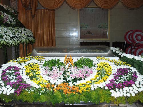 殡仪馆祭奠花圈