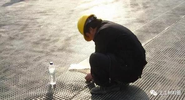 成都蜀蓉伟业防水工程分享:路基工程土工格栅施工标准做法