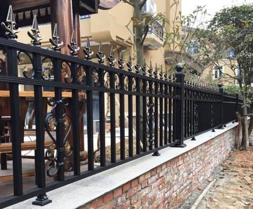 廊坊/承德铁艺护栏要不断提高自己的使用