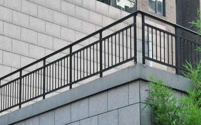 选择阳台护栏时要注意什么问题