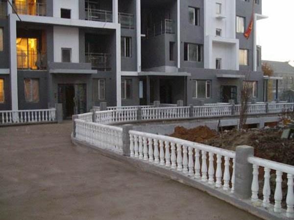 三台庭院水泥护栏
