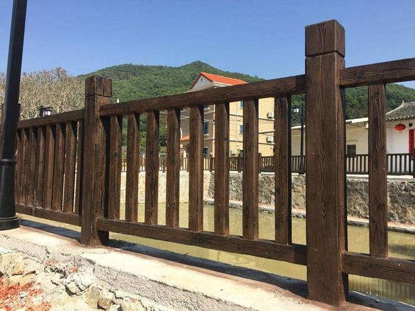 仿木护栏是园林景观中的隔离栏