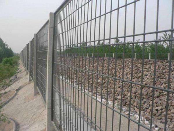 三台高铁公路水泥护栏