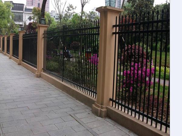 三台铁艺草坪护栏