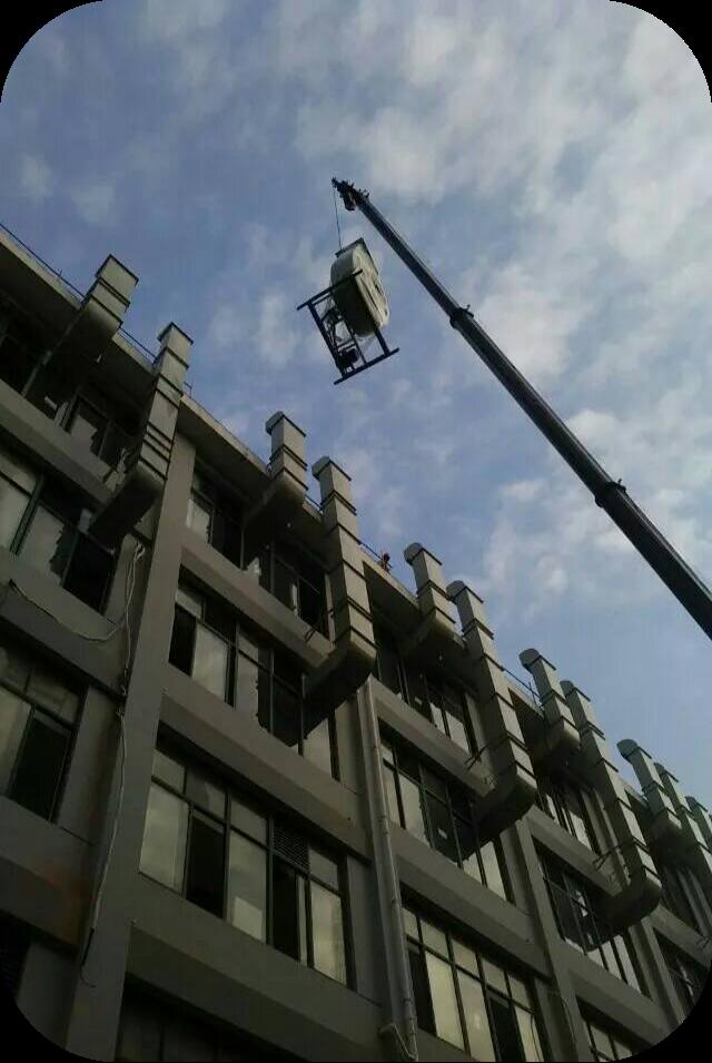 通风设备吊装现场