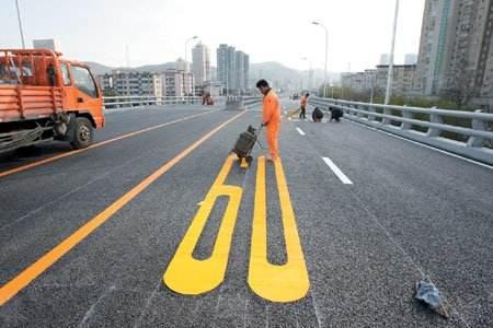 道路标线标牌减速带工程