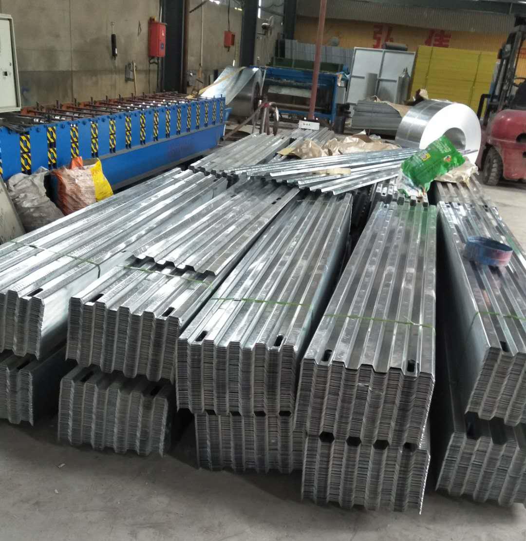 建筑施工应该怎么样铺设镀锌钢踏板!