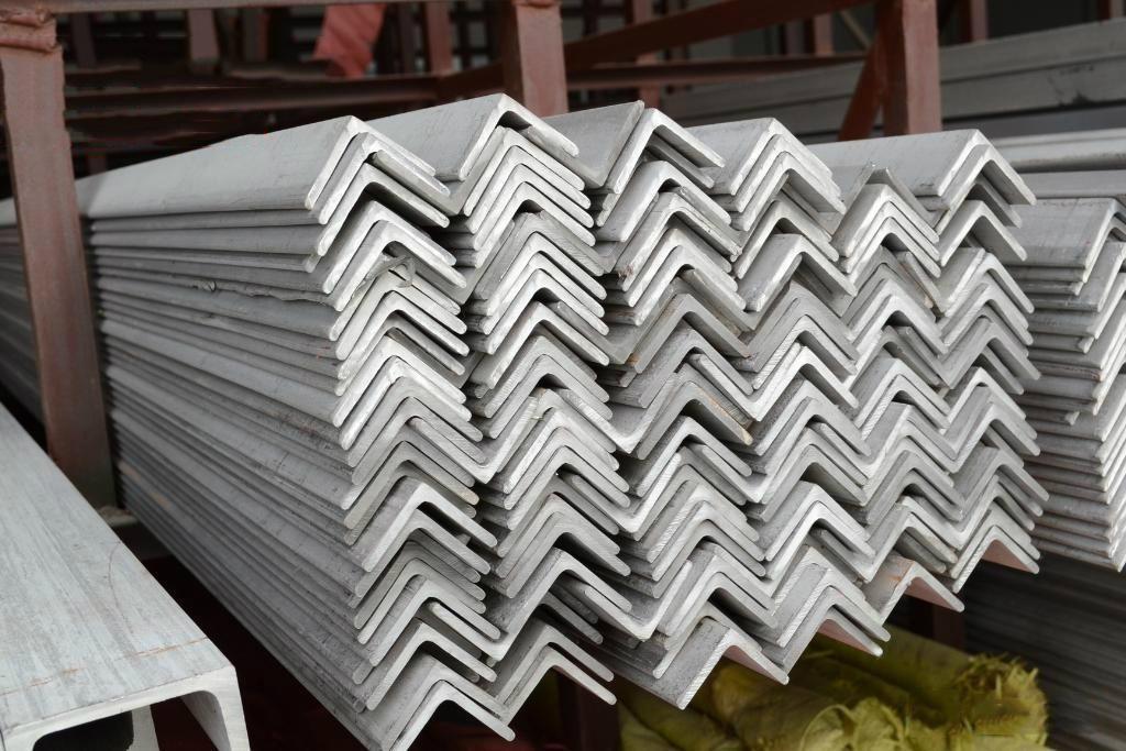 陕西宏鑫源为你详解镀锌角钢的优点,工艺流程及应用范围