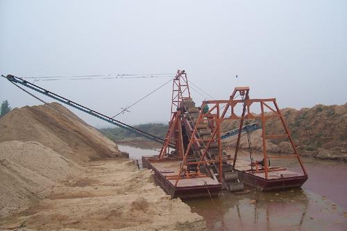 双排挖沙船