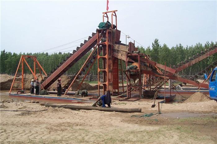 绞吸式挖沙船