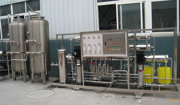 反渗透设备及时的替换滤芯运行更顺畅