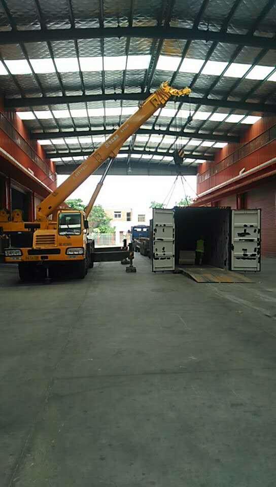 物流配送中心大型集装箱装卸作业
