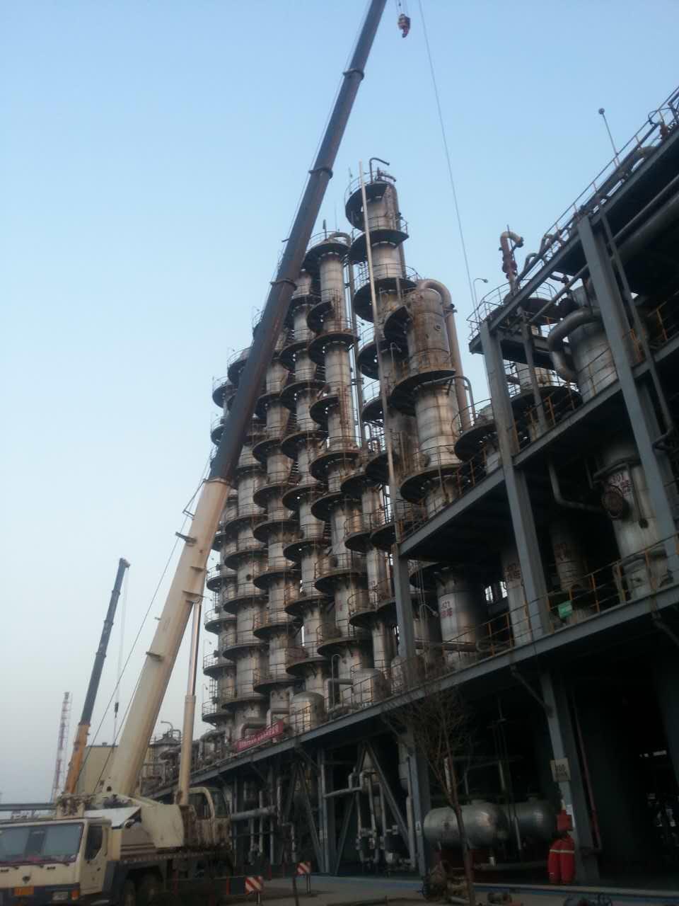 西安石油吊装永安吊装进行石油化工设备吊装