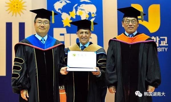 韩国湖南大学授予国际泳联主席胡里奥·马格里奥尼名誉博士学位