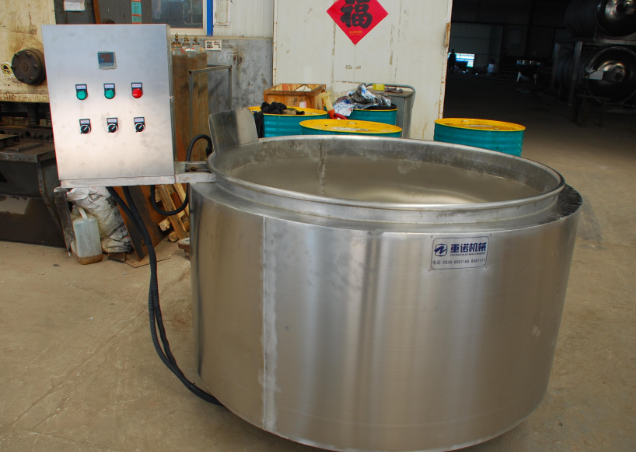 采用电热管加热,松香锅经导热油传热给锅体
