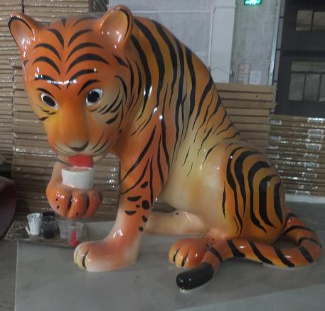 湖南玻璃钢雕塑如何翻模呢?