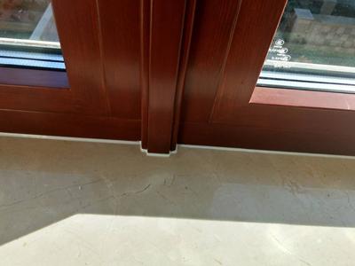 小区门窗玻璃打胶