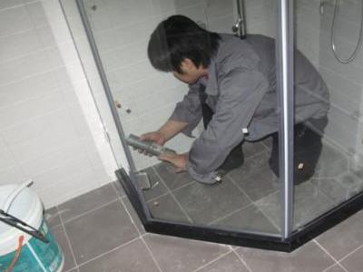 豪宅淋浴房打胶