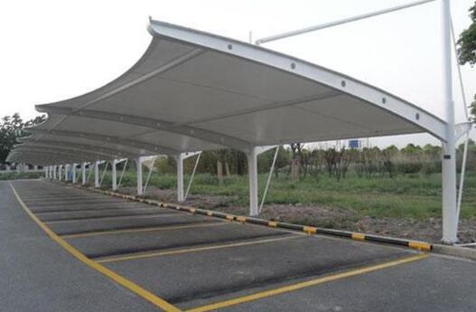 膜结构车棚和金属车棚有什么区别?